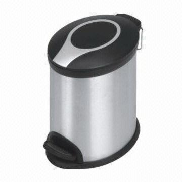 MAT chrome Dustbin – 5 liters, black, oval, with foot pedal