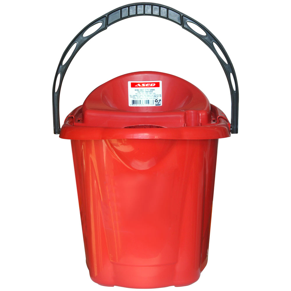 Oval plastic bucket with 12 liters strainer